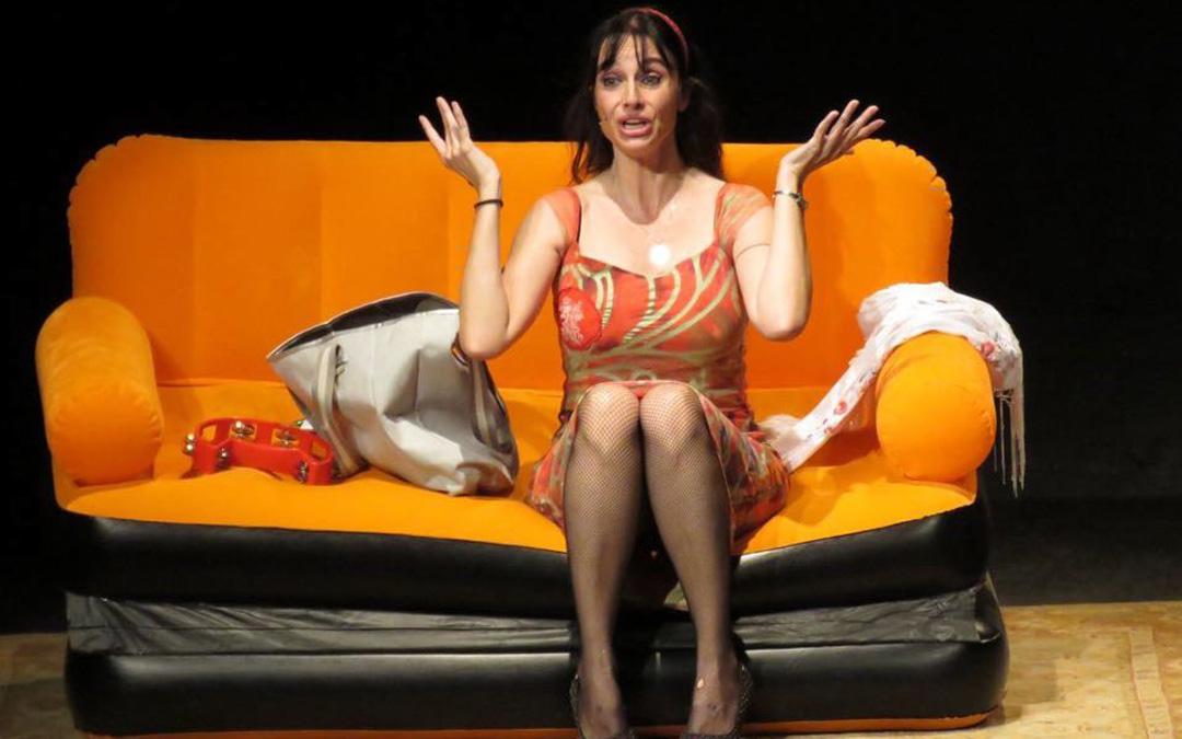 Beatriz Rico en 'Antes muerta que convicta', una obra con la que ha visitado varias localidades bajoaragonesas.