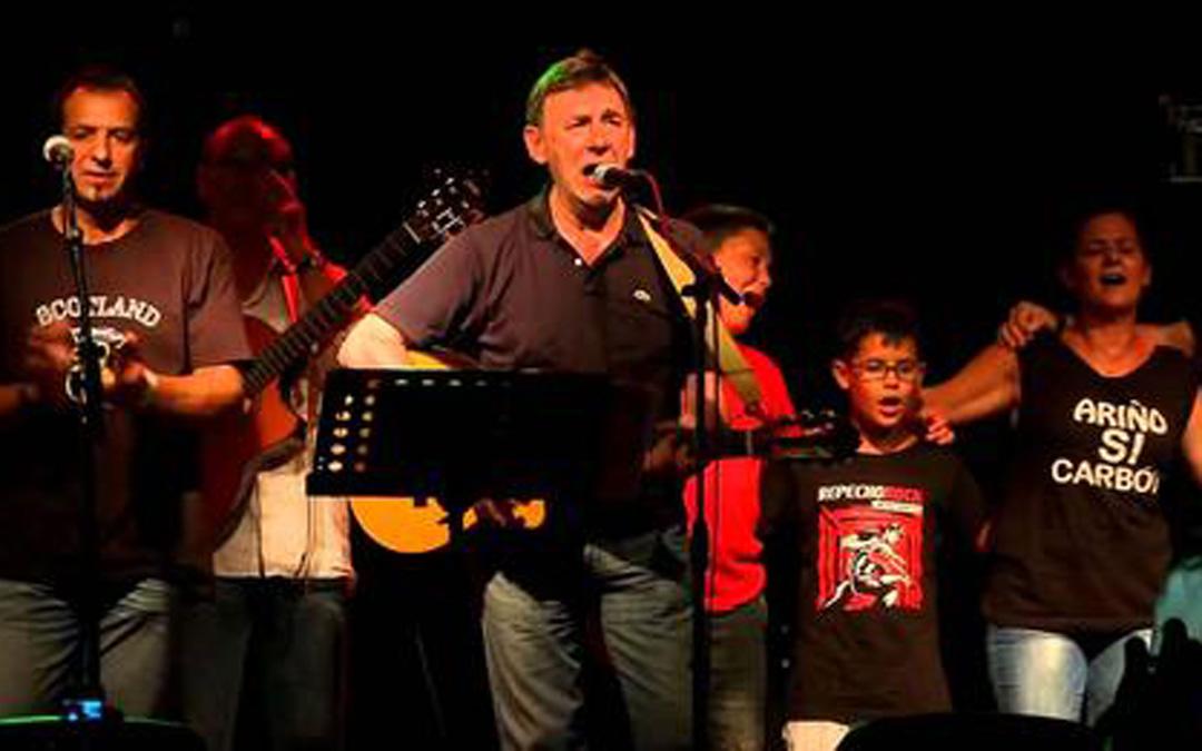 En un concierto de Carbonell en Ariño. / L.C.