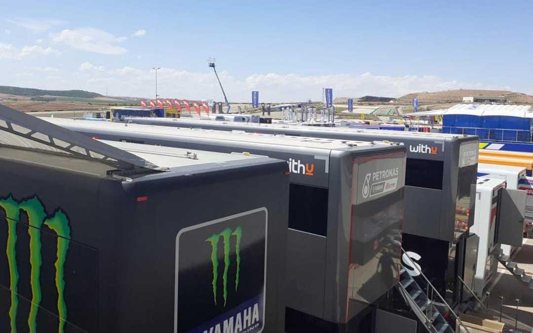 Aspecto que ofrece el paddock de Motorland Aragón horas previas al inicio de la actividad. Foto. Motorland Aragón