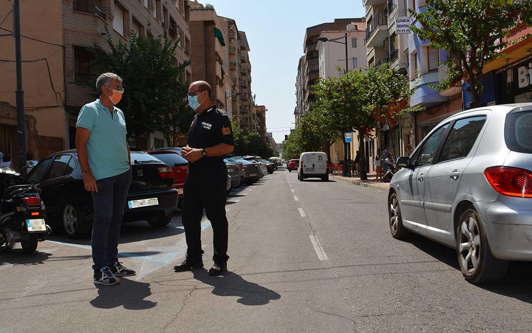 El concejal delegado de Seguridad Ciudadana y Tráfico del Ayuntamiento de Alcañiz, Kiko Lahoz, junto al Jefe de la Policía Local, Pedro Obón./ Ayuntamiento de Alcañiz
