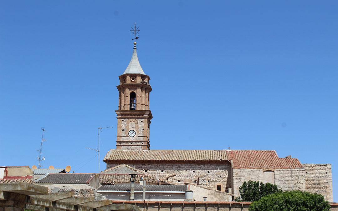 Aspecto de la torre con el nido de la cigüeña notablemente más pequeño. / B. Severino