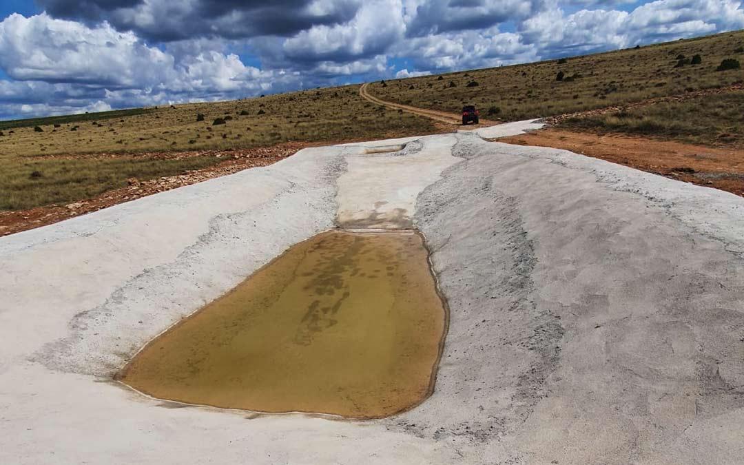 Balsa de agua en Miravete de la Sierra./J.L.