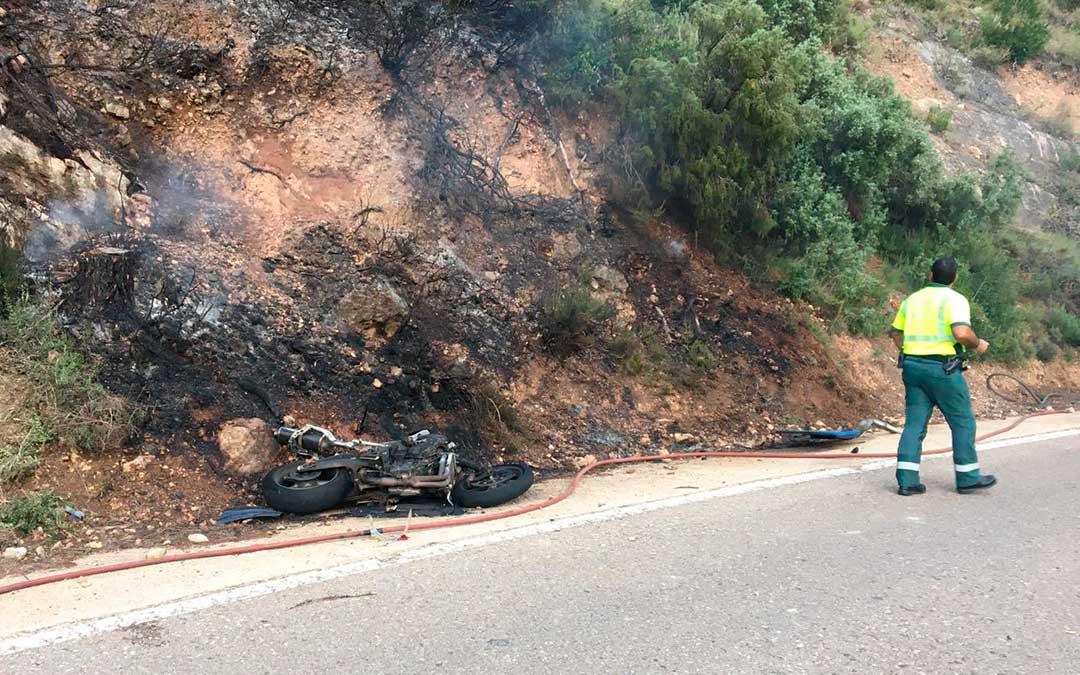 Un motorista catalán de 26 años ha resultado herido leve en una salida de vía en la carretera que conecta Beceite con Valderrobres / Guardia Civil