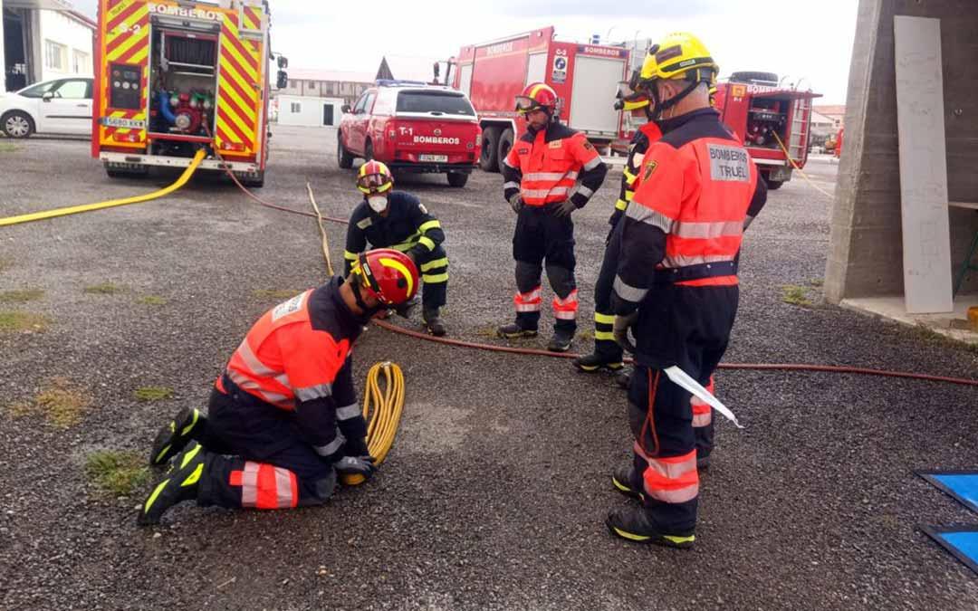 Formación en incendios estructurales utilizando una torre de prácticas./DPT