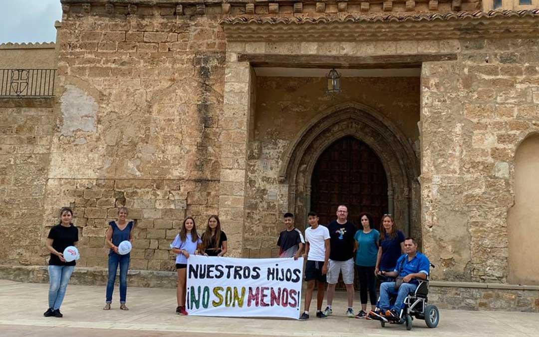 Vecinos de Bordón protestan por la falta de transporte escolar./ L.C.