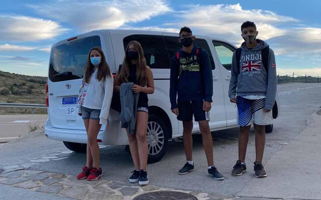 Los 4 alumnos de Bordón cuentan ya con un servicio de taxi que les lleva hasta el IES Segundo de Chomón de Cantavieja./ L.C.
