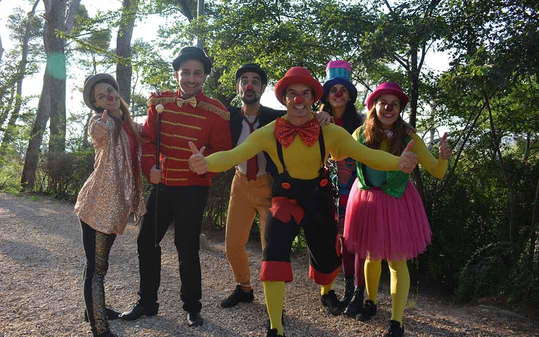 El grupo CantaJuego antes de comenzar el espectáculo en Pui Pinos de Alcañiz./I.M.