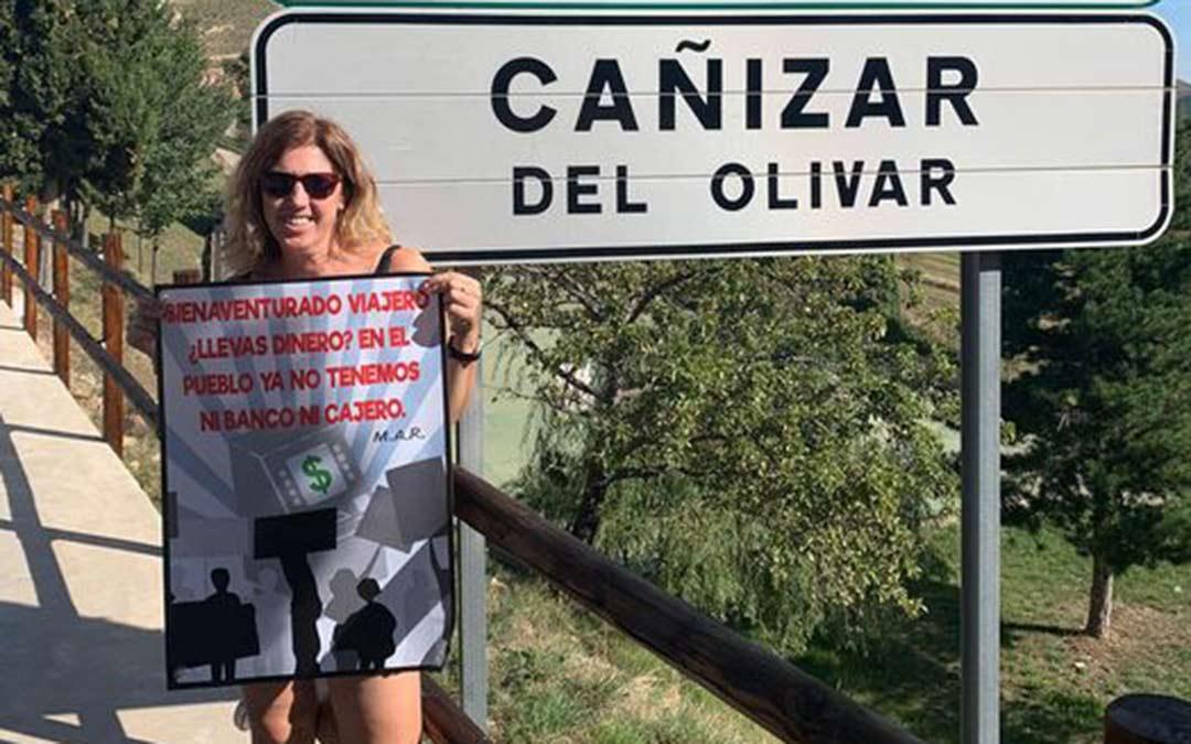 El MAR reparte carteles en los pueblos que no cuentan con oficina bancaria ni cajero./MAR
