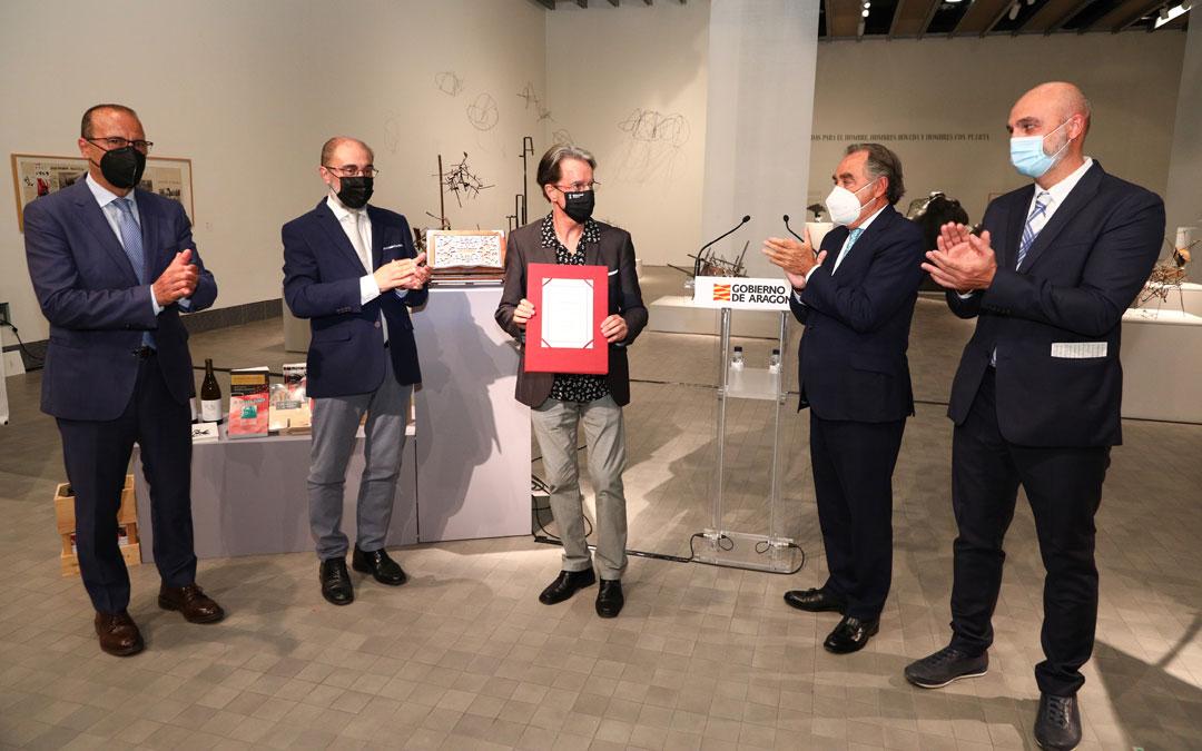 La entrega del Premio de las Letras Aragonesas 2020 a Casanova se realizó en el IAACC Pablo Serrano de Zaragoza. / DGA