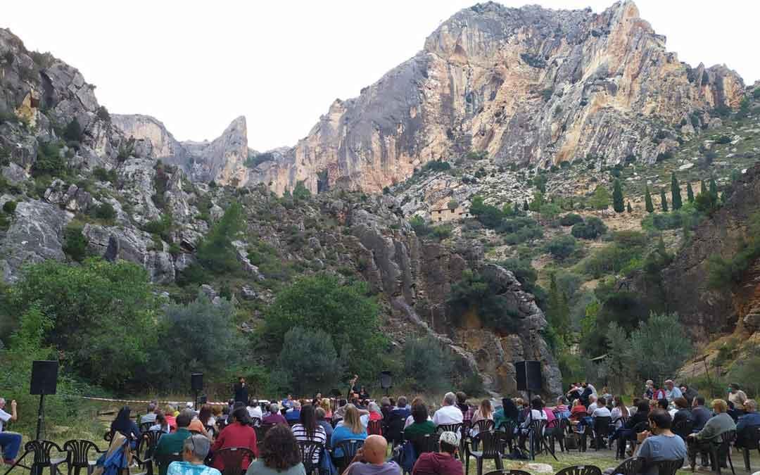 El concierto de guitarra española que se celebró a los pies del Llovedor de Castellote. Foto. R.R.