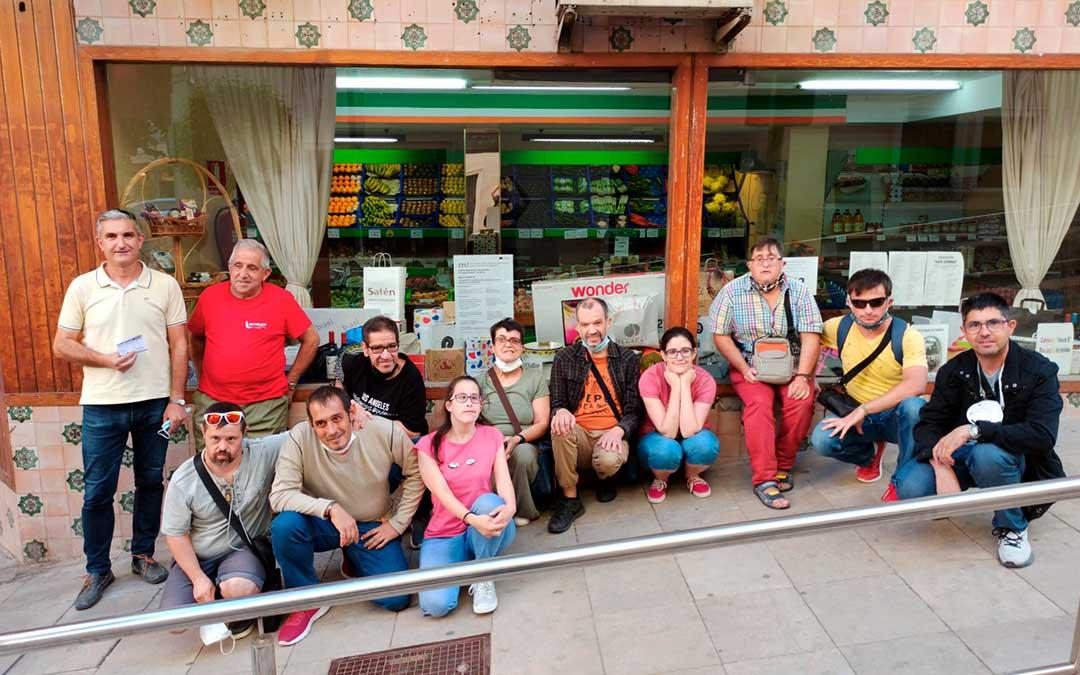 Entrega de la cesta de la asociación Las Cañas / Javier Pellicer