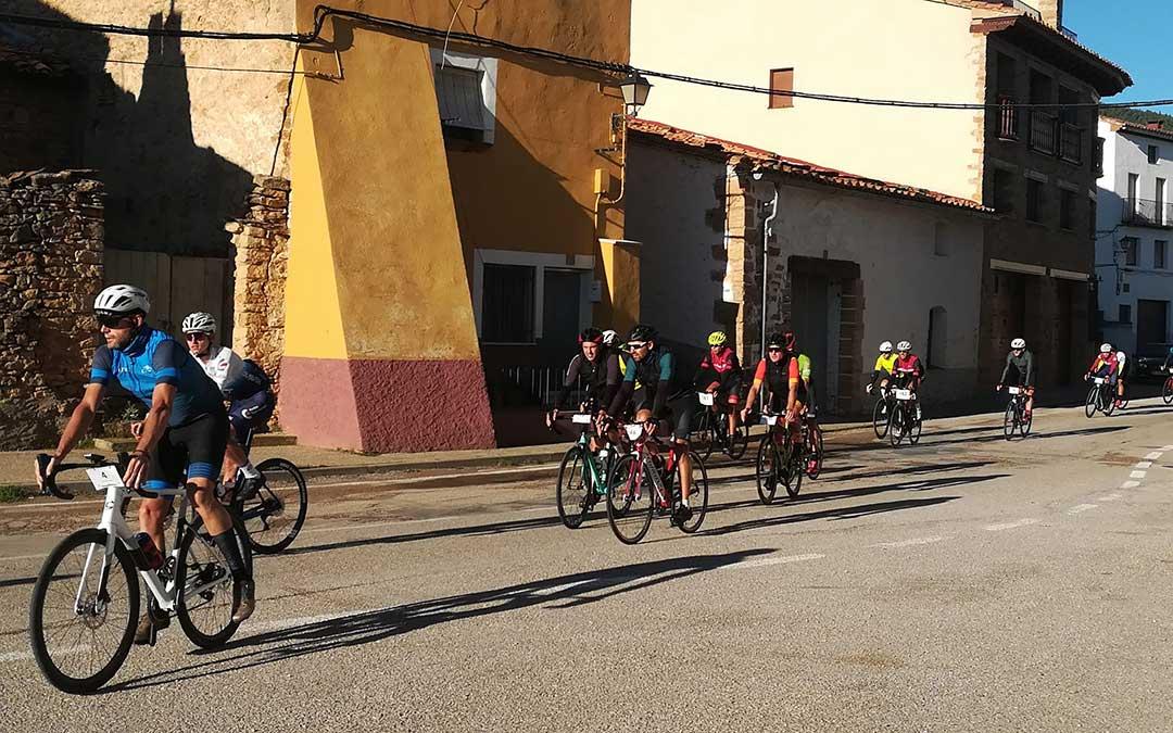 La cicloturista a su paso por La Iglesuela / Facebook Turismo La Iglesuela