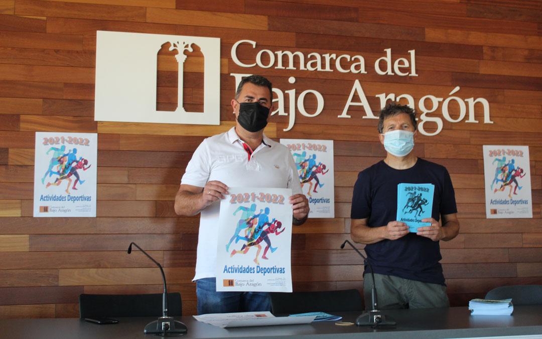 El consejero y de Deportes, Eduardo Orrios, y el técnico del área, Antonio Martín, en la presentación de las actividades deportivas. / B. Severino