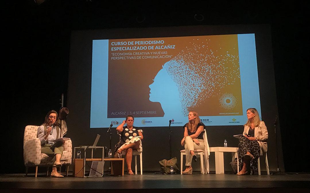 Ponencia 'Comunicar para instituciones y empresas. La realidad tras los gabinetes'./ Laura Alejos