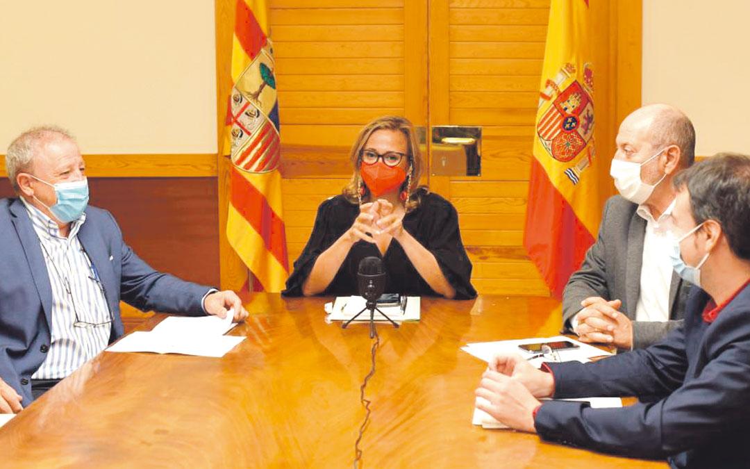 Reunión del Consejo Local de Aragón en Zaragoza presidida por la consejera de Presidencia, Mayte Pérez./ FRANCISCO JIMÉNEZ