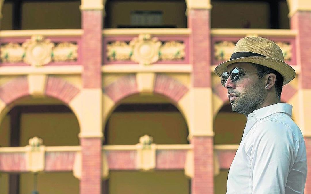David Cortés, en imagen del pasado jueves. Detrás, la fachada del coso de la Misericordia. / José Miguel Marco