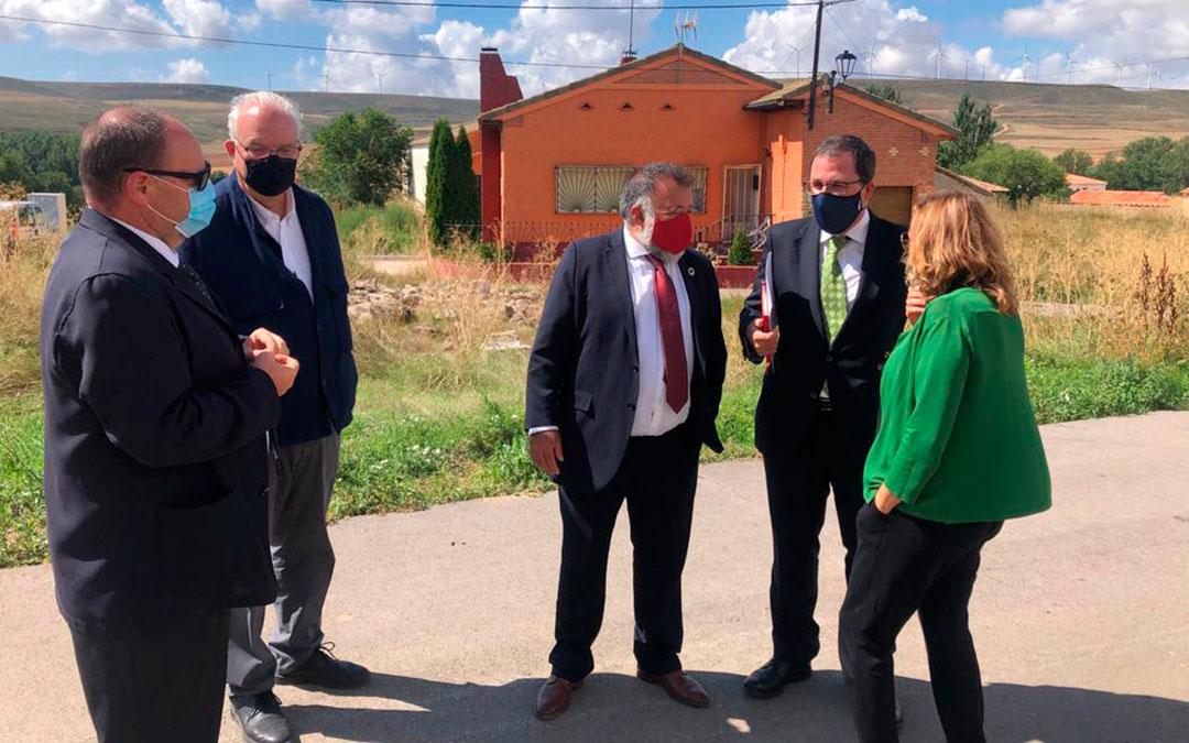 El secretario general de Industria y Pyme, Raül Blanco ha visitado el municipio de Mezquita de Jarque./ Ministerio de Industria
