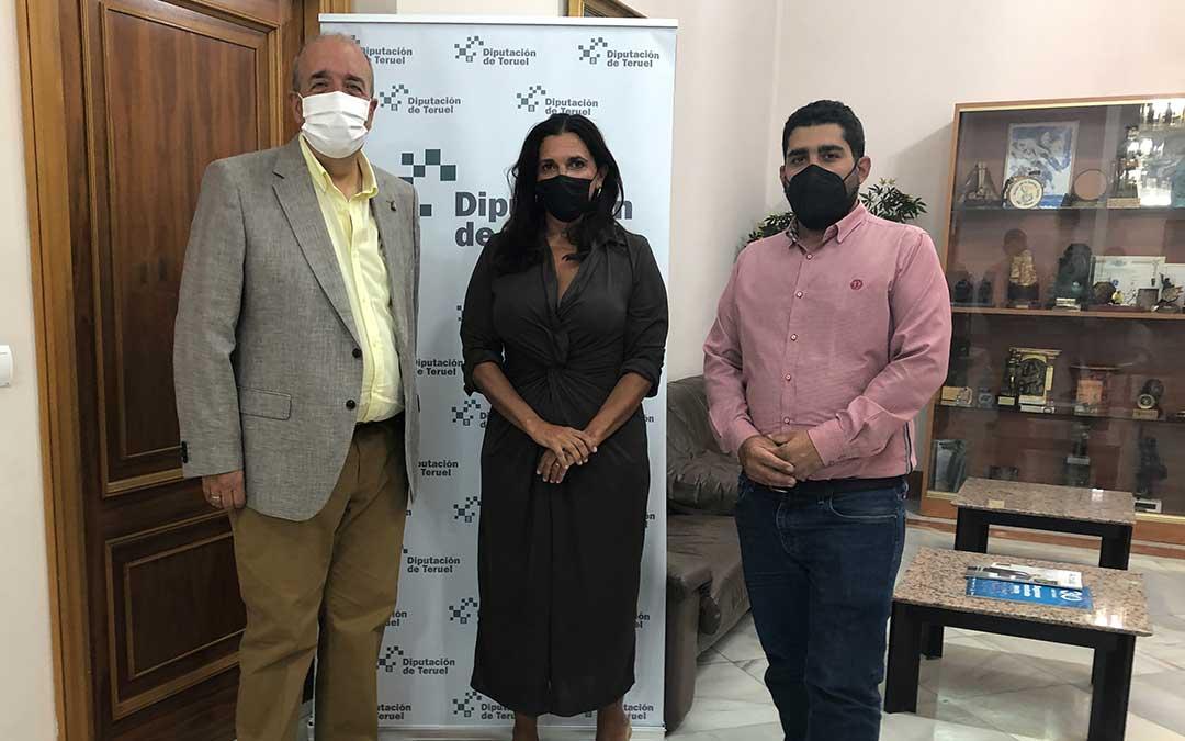 Manuel Rando con el diputado de Turismo Diego Piñeiro y la responsable de la oficina, María Zamora / DPT