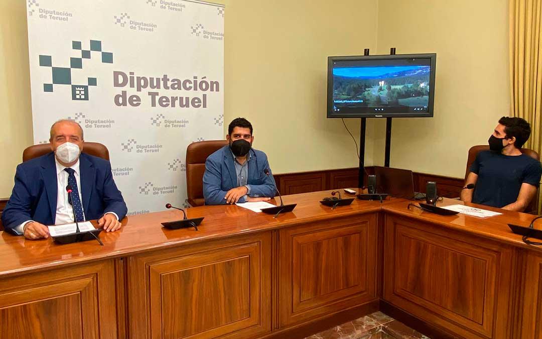 Presentación de la campaña con el presidente de la DPT, Manuel Rando; el diputado delegado de Cultura, Diego Piñeiro; y Raúl Antón, de Coolte.net, la empresa encargada de la nueva página web./ DPT