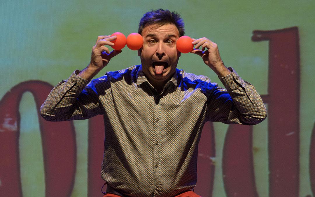 La compañía de teatro PAI participa en la campaña con su espectáculo 'Cuentos colorados'./ DPZ