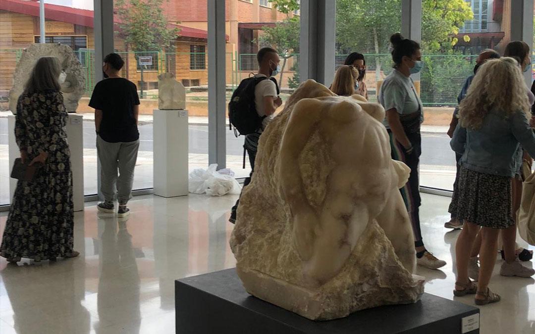 Exposición 'Alabastro In Itinere' en la Facultad de Bellas Artes en Teruel. / S. Martínez
