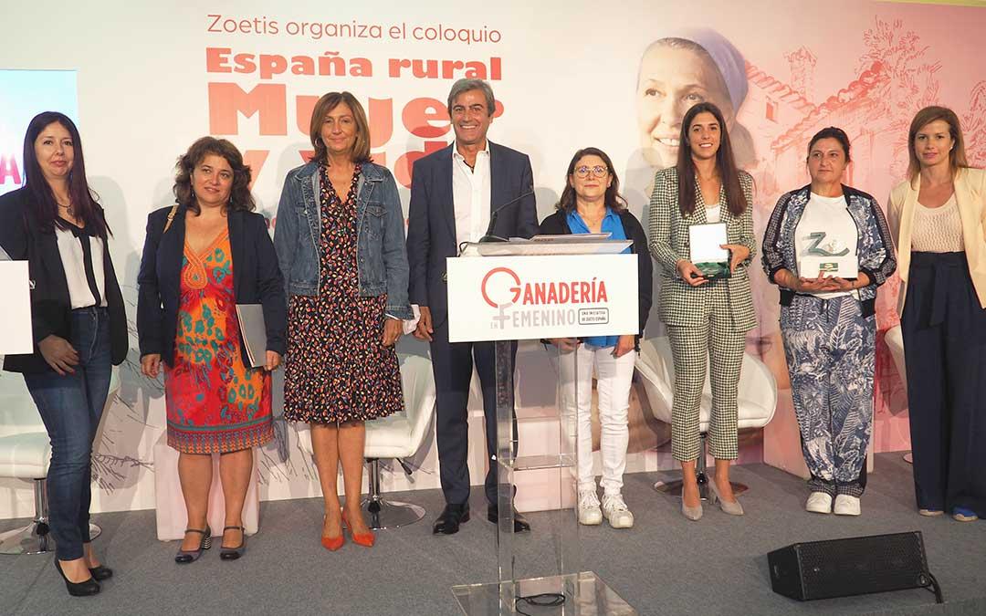 Ponentes y premiadas de la jornada 'España rural, mujer y vida'./ Aga Comunicación