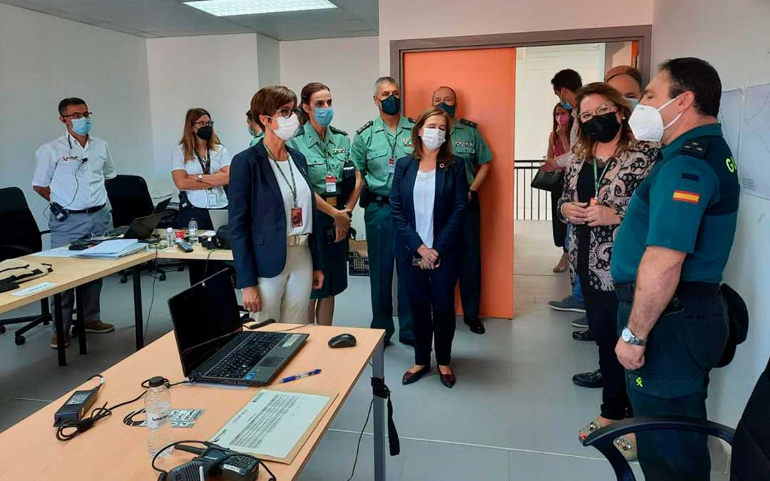 La directora general, María Gámez, se ha reunido esta mañana con los agentes que van a formar parte del dispositivo de seguridad para conocer in situ los cometidos que van a realizar / Guardia Civil