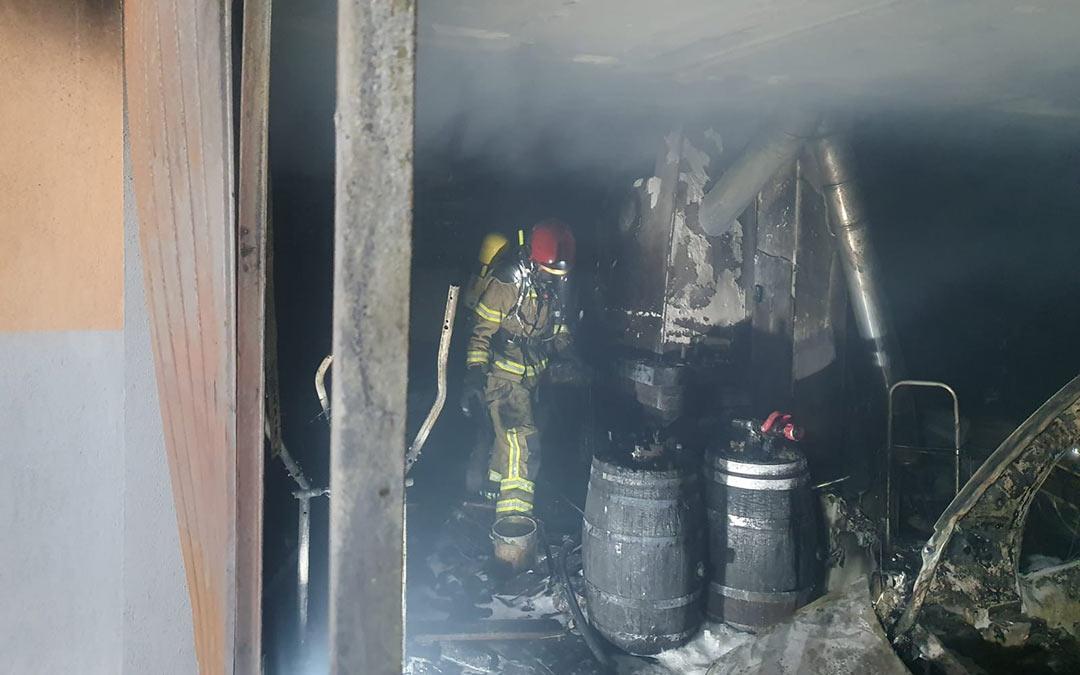 Labores de extinción del incendio./DPT