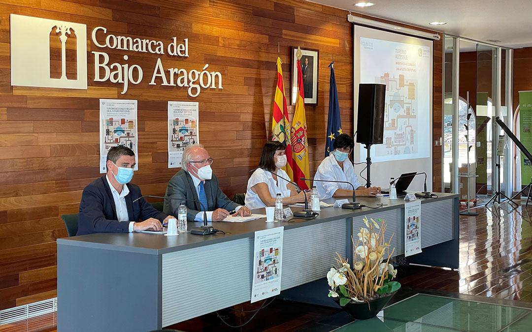 De izq. a dcha.; Luis Peralta, José María Marín, Elena Allué e Izaskun de Benito./ María Celiméndiz