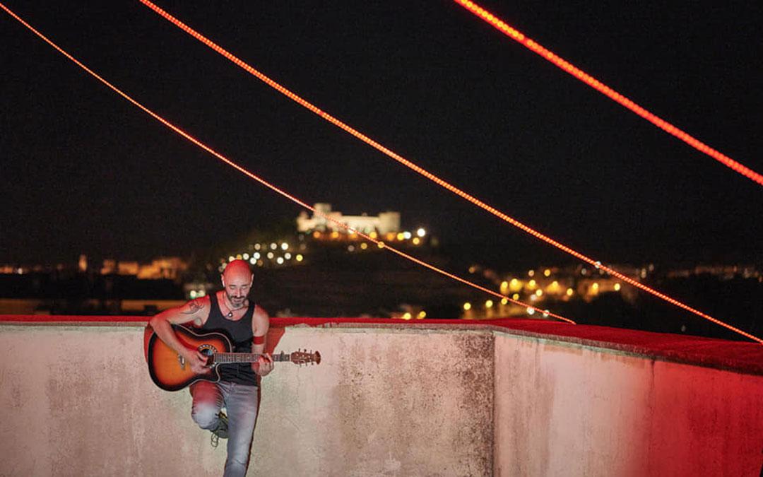 Kapi durante la grabación en el silo el domingo por la noche./ Héctor Izquierdo