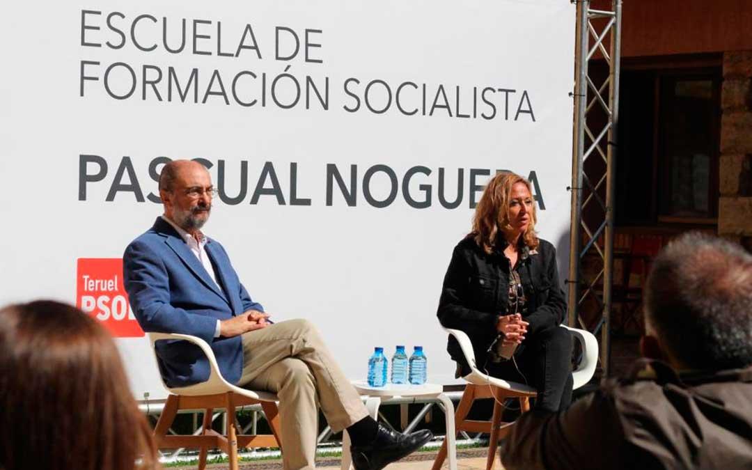 Lambán y Mayte Pérez, este domingo en Orihuela del Tremedal./ PSOE-Aragón