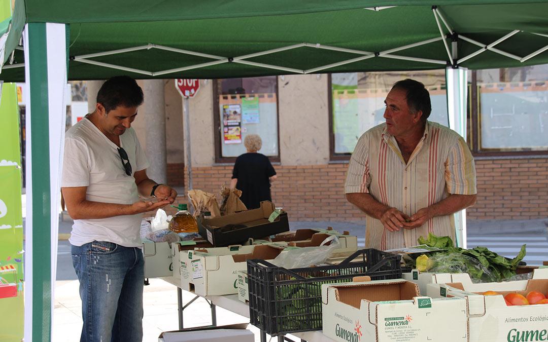 Compras en Mercado Agroecológico./ Comarca Andorra - Sierra de Arcos