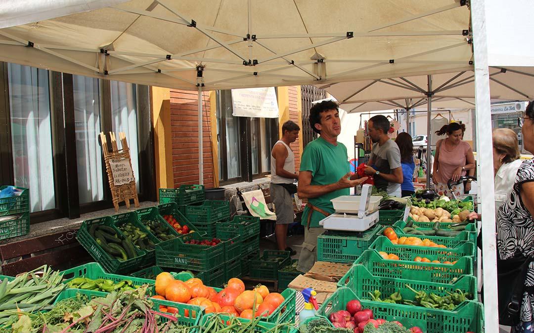 Frutas y verduras en Mercado Agroecológico./ Comarca Andorra - Sierra de Arcos
