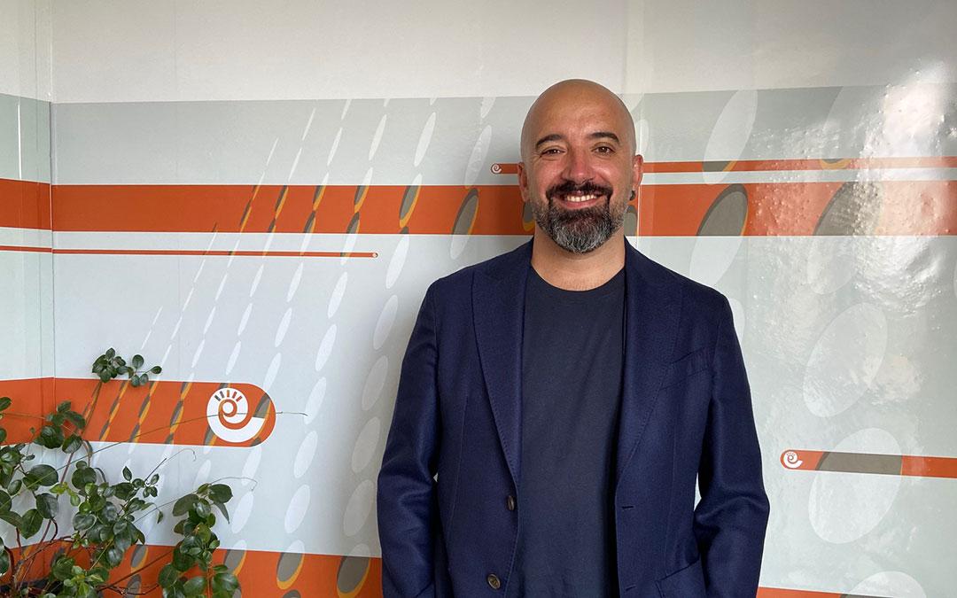 Miguel Elizondo en el estudio de Radio La Comarca./ Alicia Martín