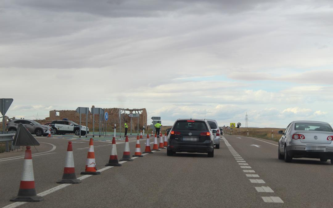 Operativo de regulación de tráfico en 2019 en el cruce de la N-232 con la A-1415 a Andorra. Es uno de los que se repetirán para desviar a conductores en función de su destino.