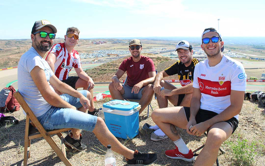 Sergio, Íñigo, Yeray, David y Blas llegaron de Vitoria y Sevilla a la pelouse 4. / B. Severino