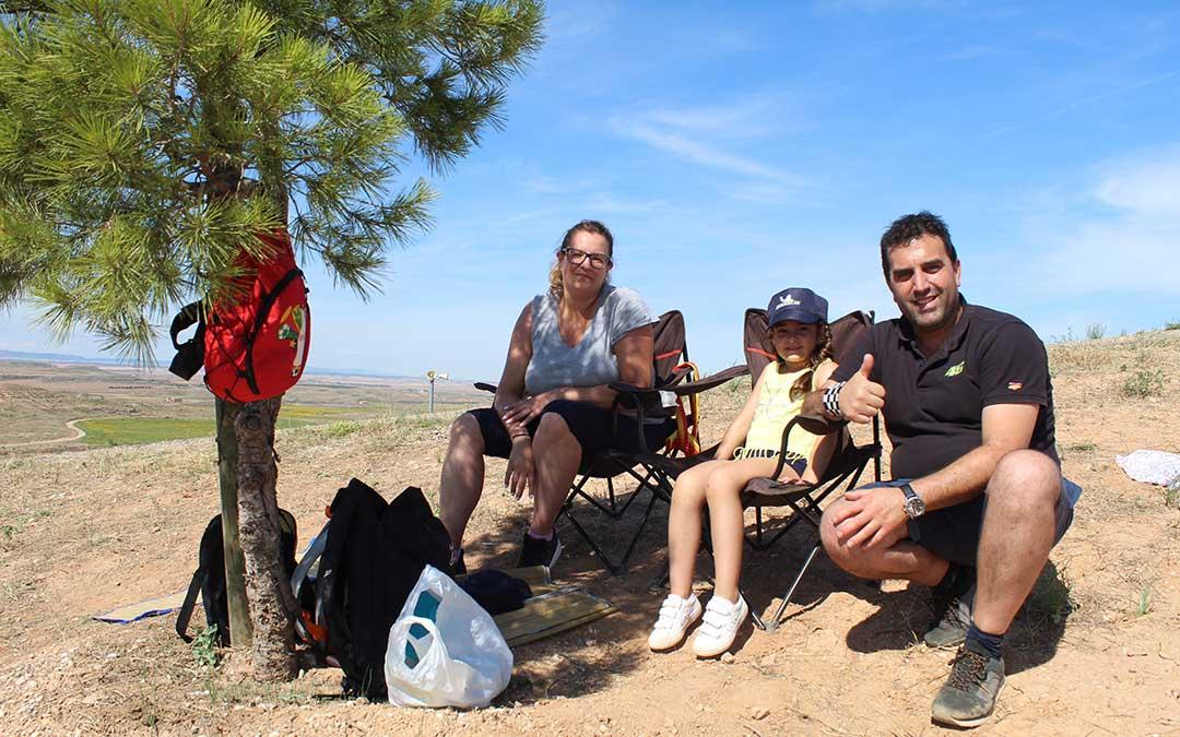 Tamara Escanero y Juan Ortiz acudieron a la pelouse 4 con su hija Triana desde Zaragoza, donde residen, aunque Juan es natural de Sevilla. / B. Severino