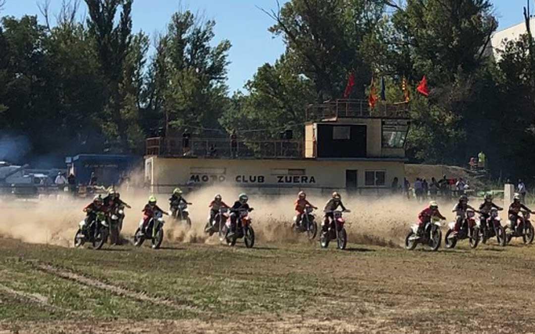 Salida de una de las mangas del motocross disputado en Zuera. Foto. FARAM