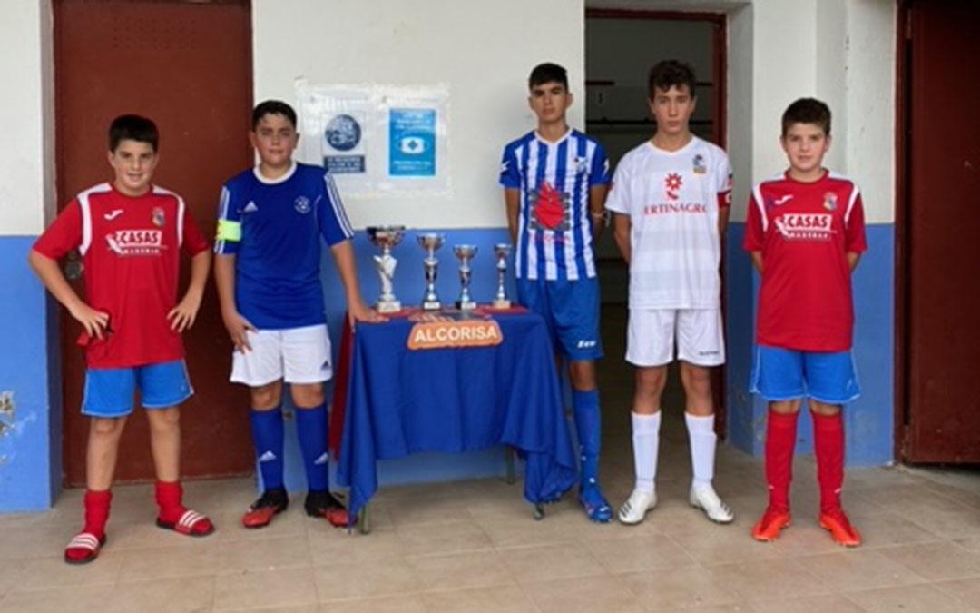 Capitanes de los equipos participantes en el Torneo Infantiles de Alcorisa./ Carlos Tirado