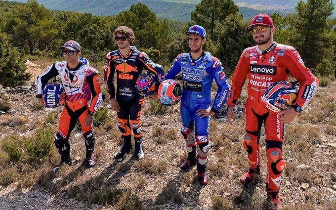 Cuatro pilotos de MotoGP se tiran por la tirolina de Fuentespalda