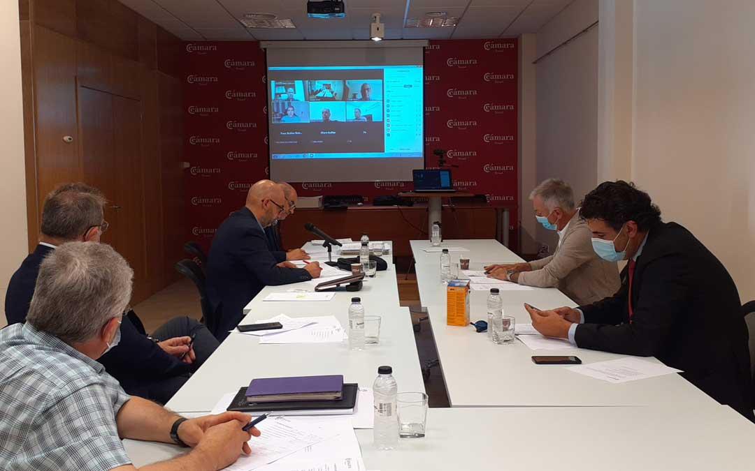 El pleno de la Cámara se celebró en la sede de la institución en Alcañiz. Foto. I.D.