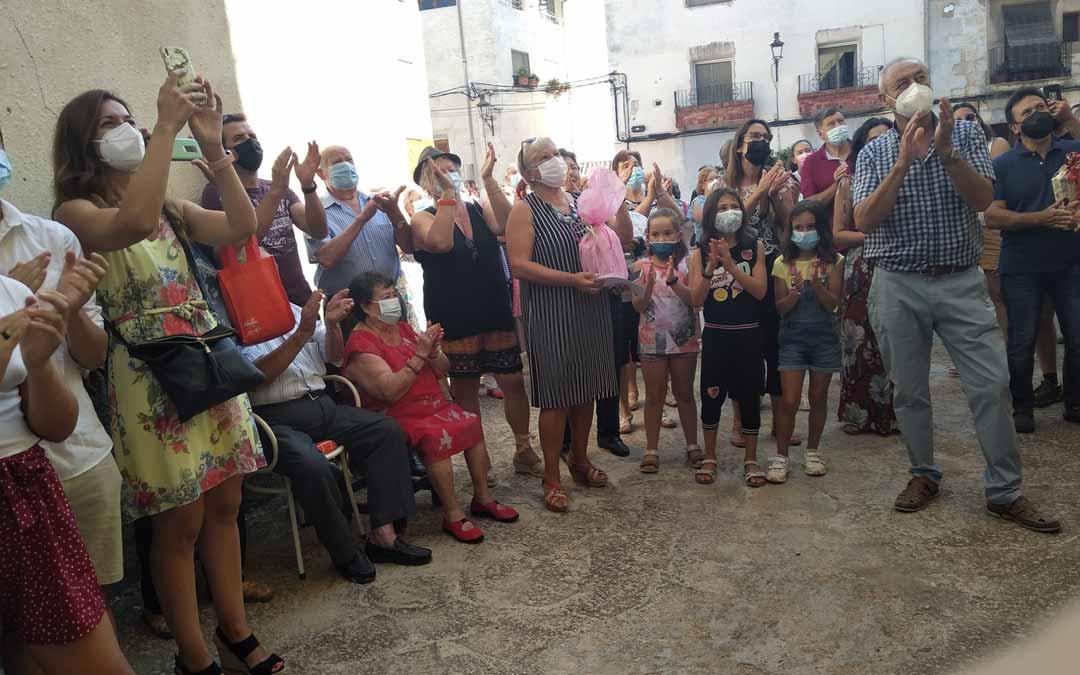 El Ayuntamiento, la Asociación de Mujeres y numerosos vecinos estuvieron junto a Alicia el día de su cumpleaños.