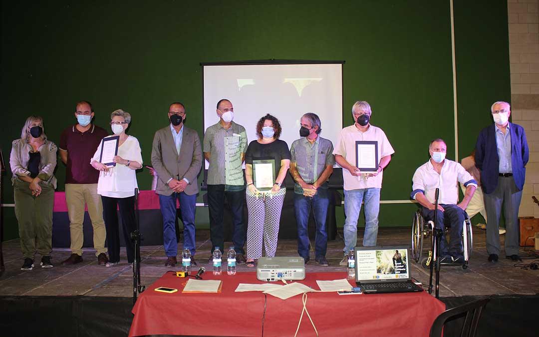 Foto de familia de premiados y autoridades / L.C.