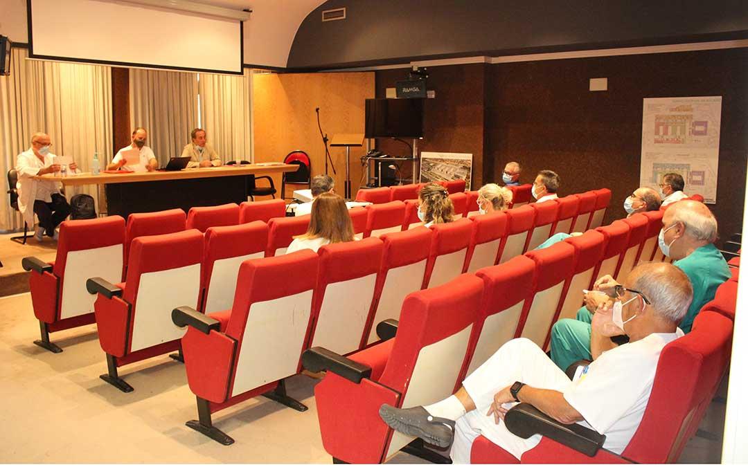 Reunión entre el Salud y los jefes de servicio del Hospital de Alcañiz este miércoles / L. Castel