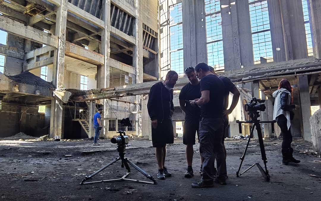 Rodaje en la central térmica abandonada de Aliaga de un reportaje para el programa de motor 'Centímetros cúbicos' de Antena 3./ DPT