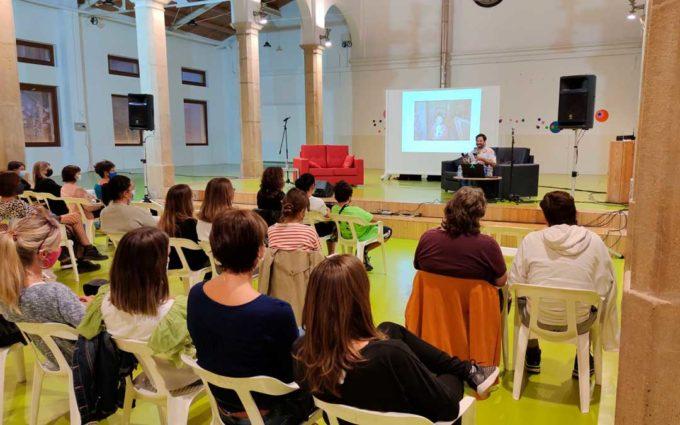 Roy Galán y la Psico Woman hablan en el Centro Joven de Alcañiz sobre el postureo en redes sociales