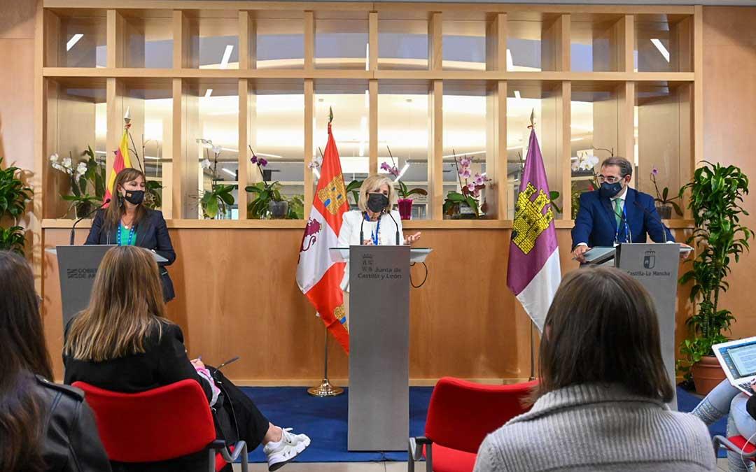Expertos de Aragón, Castilla y León y Castilla-La Mancha han debatido en Soria sobre el reto compartido de diagnosticar y proponer mejoras para garantizar la sostenibilidad de la atención sanitaria que se presta en esos territorios / DGA