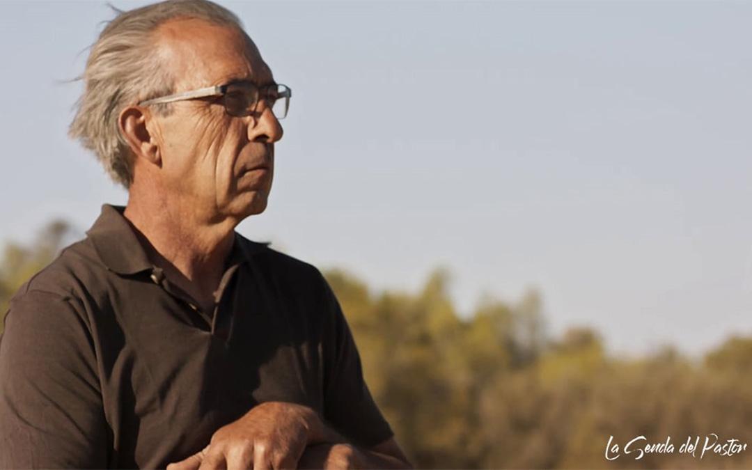 Antonio Enfedaque es ganadero de ovino en Villanueva de Gállego. Reflexiona sobre la profesión en el documental junto a sus hijos. / La Senda del Pastor