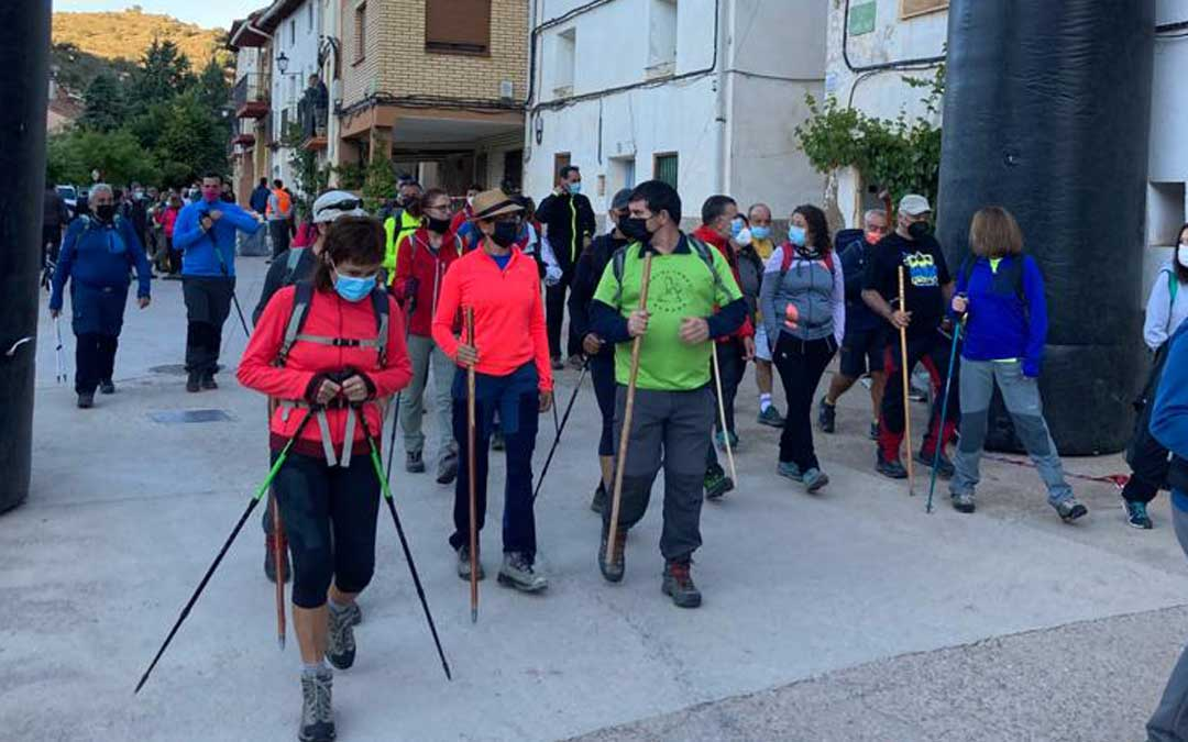Los participantes en la marcha senderista que partió desde Hoz de la Vieja. Foto. Comarca Cuenca Mineras