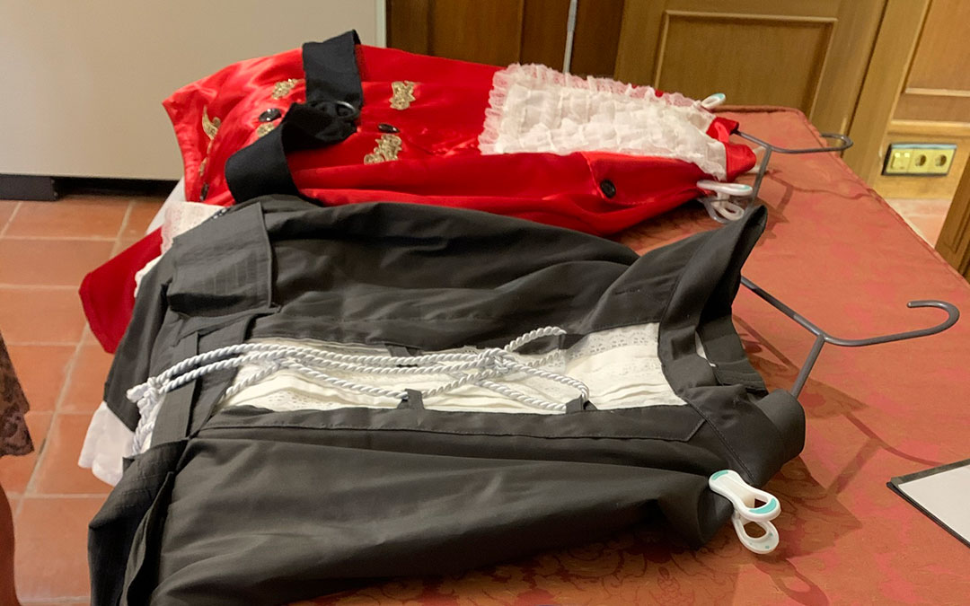 Los nuevos trajes para la comparsa de cabezudos están hechos con telas de gran calidad / Ayto Alcañiz
